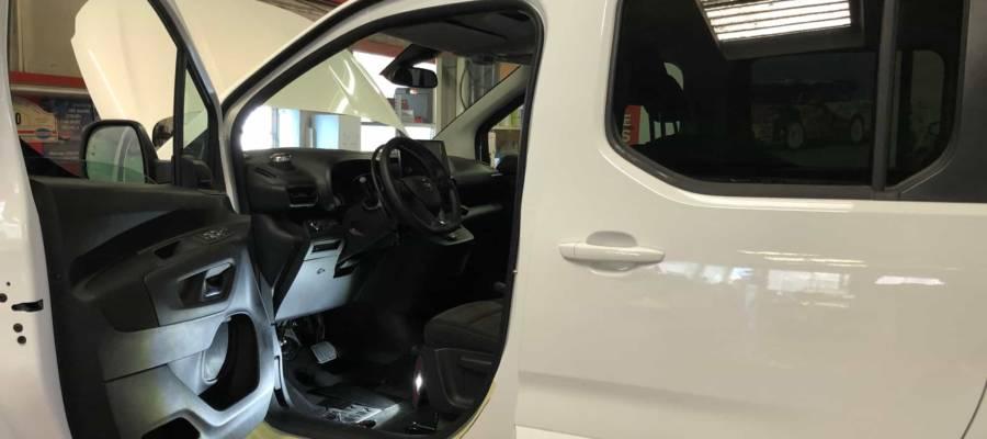 adaptation véhicule blanc